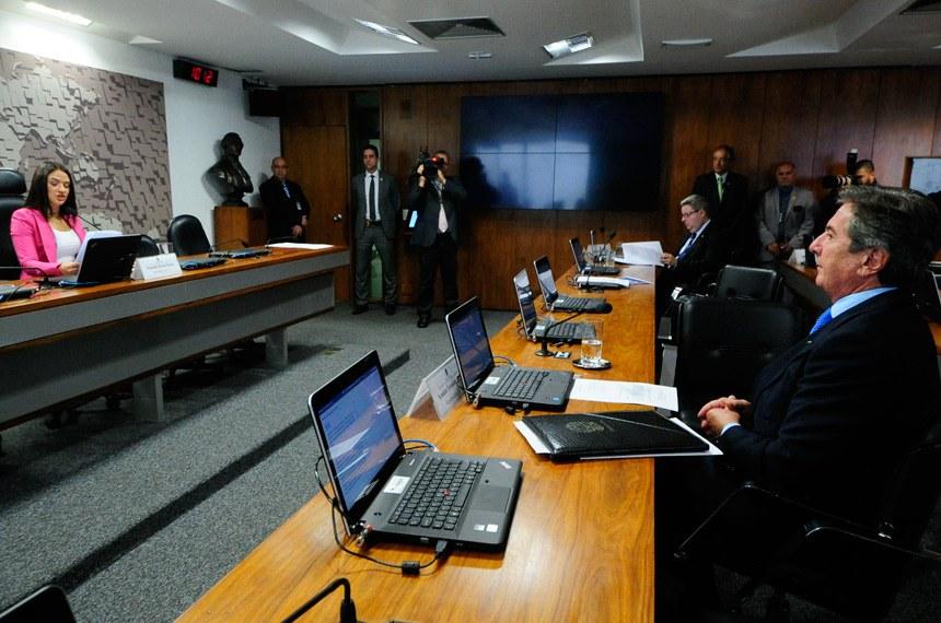 Comissão Mista de Controle das Atividades de Inteligência (CCAI) realiza reunião deliberativa para apreciação da MSG 2/2017, que trata da Política Nacional de Defesa e deliberação das emendas ao PLOA 2018.   À mesa, presidente da CCAI, deputada Bruna Furlan (PSDB-SP).   Bancada:  senador Antonio Anastasia (PSDB-MG);  senador Fernando Collor (PTC-AL)   Foto: Geraldo Magela/Agência Senado