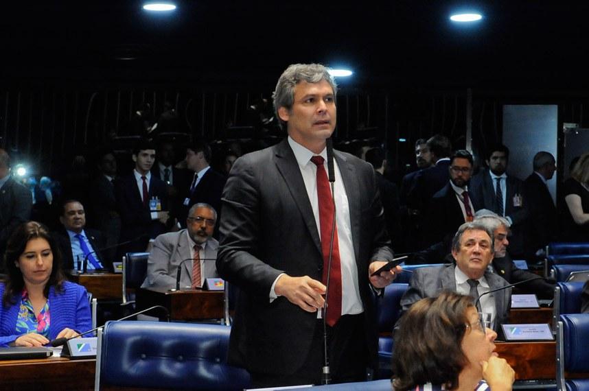 Plenário do Senado Federal durante sessão deliberativa ordinária.   Em pronunciamento, senador Lindbergh Farias (PT-RJ).   Foto: Waldemir Barreto/Agência Senado