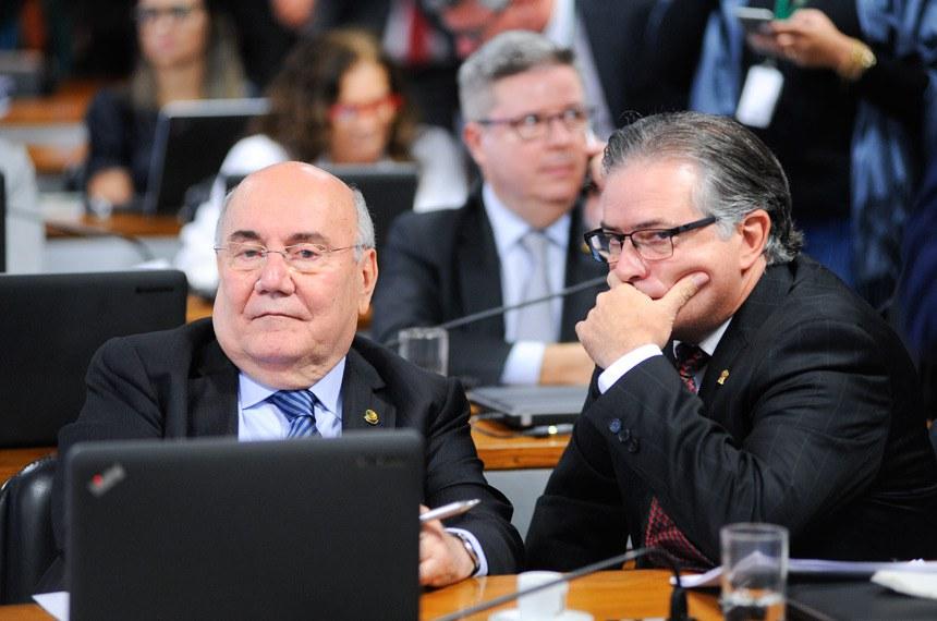 Comissão Mista da Medida Provisória (CMMPV) nº 789/2017 (royalties da mineração): apreciação de relatório.  Em destaque, senador Flexa Ribeiro (PSDB-PA).  Foto: Pedro França/Agência Senado