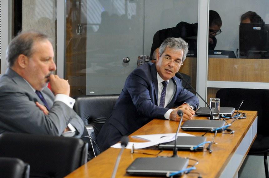 CPI do BNDES (CPIBNDES) realiza oitiva com o ex-presidente do Banco Nacional de Desenvolvimento Econômico e Social (BNDES).   Bancada:  senador Armando Monteiro (PTB-PE);  senador Jorge Viana (PT-AC) - em pronunciamento   Foto: Waldemir Barreto/Agência Senado