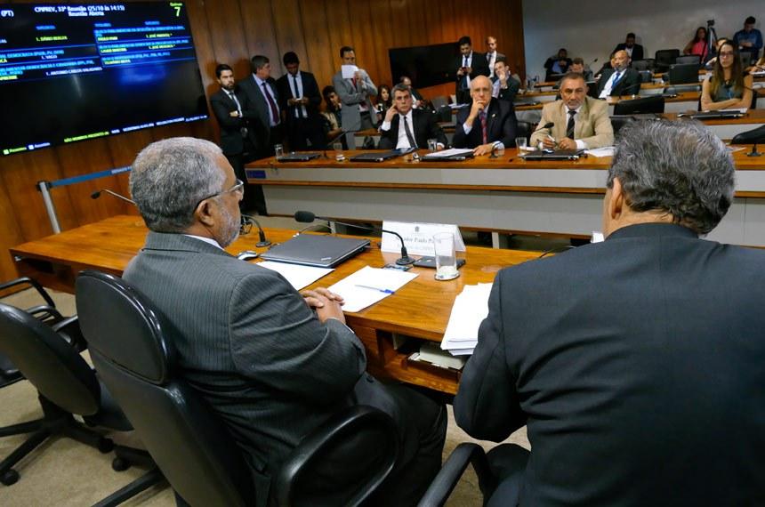 CPI da Previdência (CPIPREV) realiza reunião deliberativa para apreciação do relatório final.   Mesa:  relator da CPIPREV, senador Hélio José (Pros-DF);  presidente da CPIPREV, senador Paulo Paim (PT-RS);   Bancada:  senador Romero Jucá (PMDB-RR);  senador Lasier Martins (PSD-RS);  senador Telmário Mota (PDT-RR)   Foto: Roque de Sá/Agência Senado