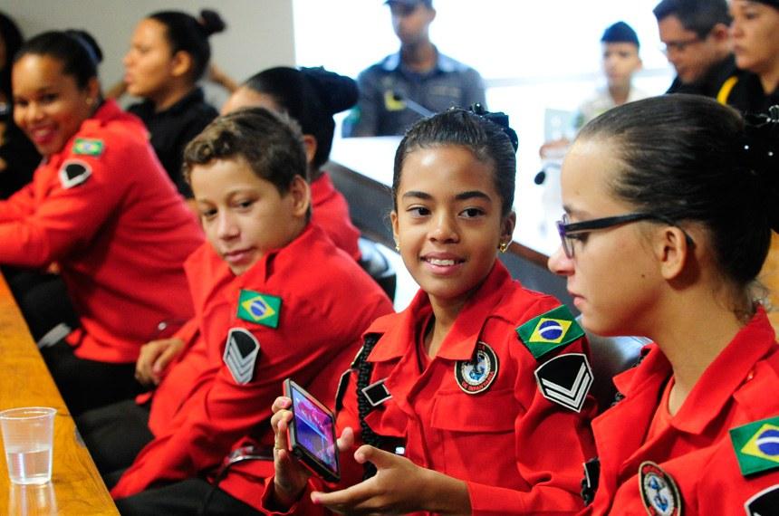 Comissão de Direitos Humanos e Legislação Participativa promove audiência interativa para debater o trabalho da Guarda Mirim do Distrito Federal.  À bancada, crianças que fazem parte da Brigada de infantaria Mirim.   Foto: Geraldo Magela/Agência Senado