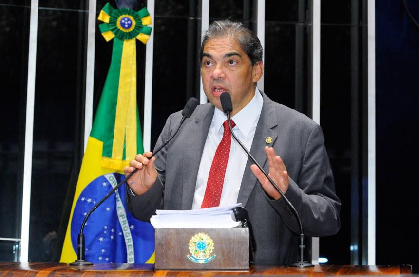 Plenário do Senado durante sessão não deliberativa.  Em discurso, à tribuna, senador Hélio José (Pros-DF).  Foto: Waldemir Barreto/Agência Senado