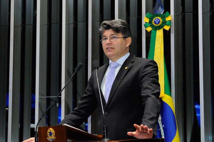 Plenário do Senado durante sessão não deliberativa.  Em discurso, à tribuna, senador José Medeiros (Pode-MT).  Foto: Waldemir Barreto/Agência Senado