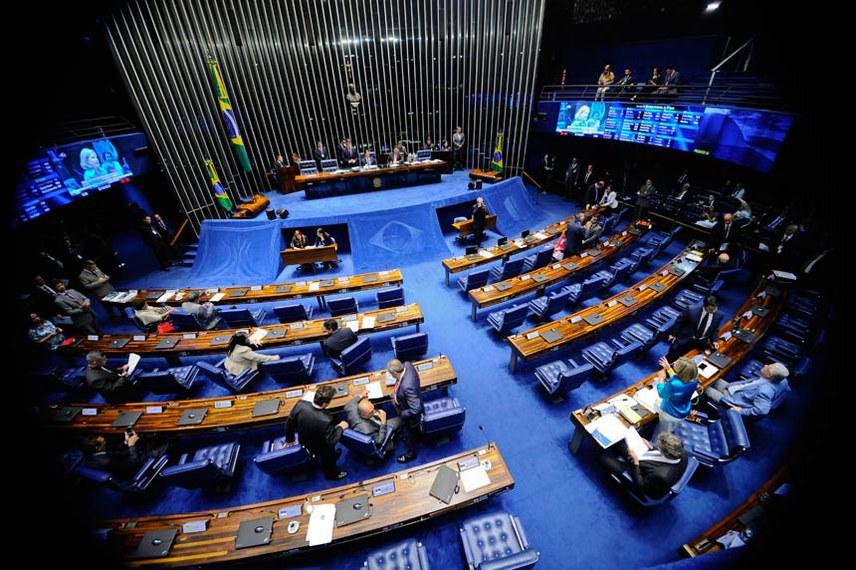 Plenário do Senado Federal durante sessão deliberativa ordinária.   Mesa:  secretário-geral da Mesa, Luiz Fernando Bandeira de Mello Filho;  presidente do Senado Federal, senador Eunício Oliveira (PMDB-CE);  senador Davi Alcolumbre (DEM-AP).  Foto: Marcos Oliveira/Agência Senado