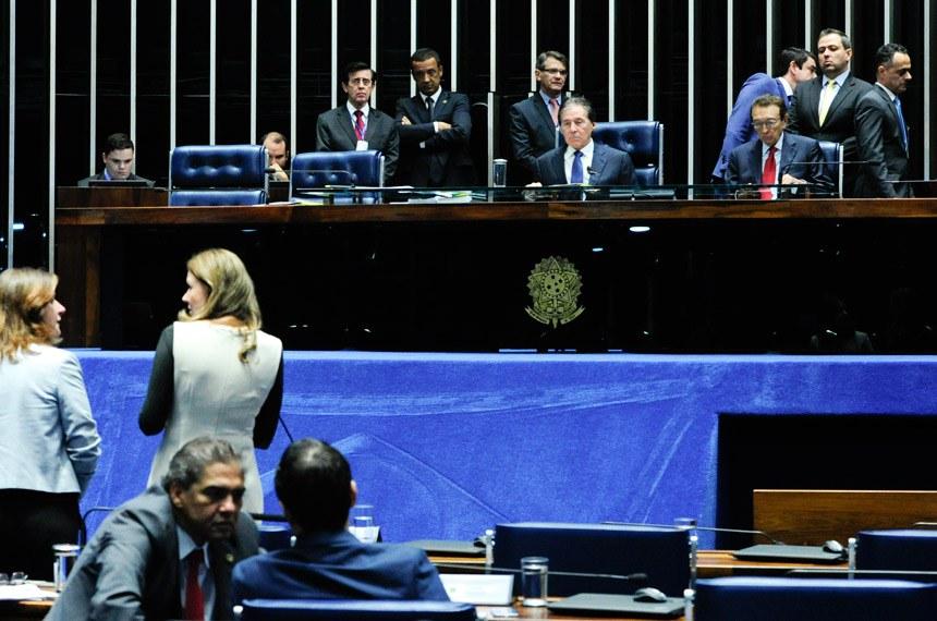 Plenário do Senado durante sessão deliberativa extraordinária.  Mesa: presidente do Senado, senador Eunício Oliveira (PMDB-CE);  senador Edison Lobão (PMDB-MA).  Foto: Geraldo Magela/Agência Senado