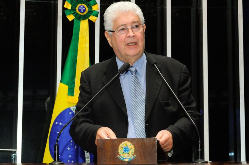 Plenário do Senado durante sessão não deliberativa.  Em discurso, à tribuna, senador Roberto Requião (PMDB-PR).  Foto: Waldemir Barreto/Agência Senado