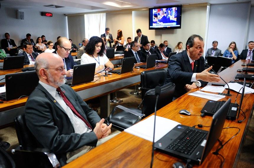 Comissão de Assuntos Econômicos (CAE) realiza reunião com 19 itens. Entre eles, o PLS 505/2013, que cria a Tarifa Social de Água e Esgoto.    Foto: Marcos Oliveira/Agência Senado