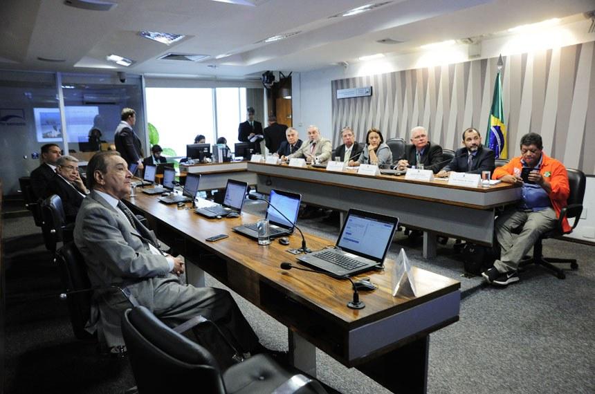Comissão de Desenvolvimento Regional e Turismo (CDR) realiza audiência sobre investimento e estrutura da Petrobras no RN.  Mesa: vice-Presidente, Francisco Vilmar presidente do Sindicato das Empresas do Setor Energético do Estado do Rio Grande do Norte, Jean-Paul Prates; Secretário Adjunto, Otomar Lopes; presidente da CDR, senadora Fátima Bezerra (PT-RN); gerente-Geral do E&P UO-RNCE, Tuerte Amaral Rolim; gerente-geral de Eficiência Operacional, Daniel Sales Correa; diretor do Sindipetro/RN., José Antonio de Araújo.   Foto: Geraldo Magela/Agência Senado
