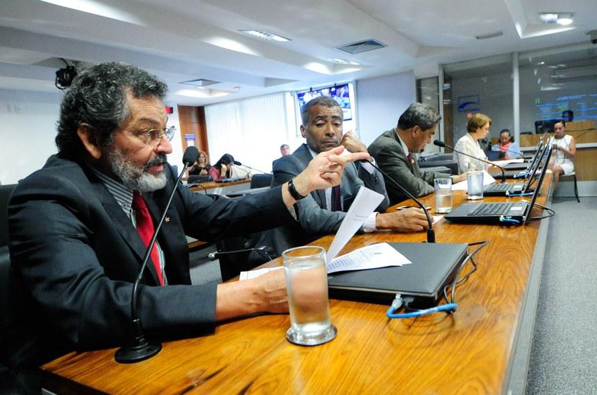 Comissão de Direitos Humanos e Legislação Participativa (CDH) realiza reunião deliberativa com 28 itens na pauta. Entre eles, o PLS 382/2011, que obriga cota de brinquedos para crianças com deficiência em shoppings.   Bancada:  senador Paulo Rocha (PT-PA);  senador Romário (Pode-RJ);  senador Hélio José (Pros-DF);  senadora Ângela Portela (PDT-RR).  Foto: Geraldo Magela/Agência Senado