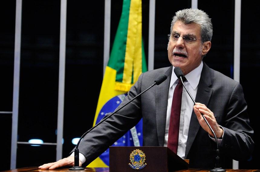 Plenário do Senado durante sessão deliberativa extraordinária. Em discurso, à tribuna, senador Romero Jucá (PMDB-RR).Foto: Marcos Oliveira/Agência Senado