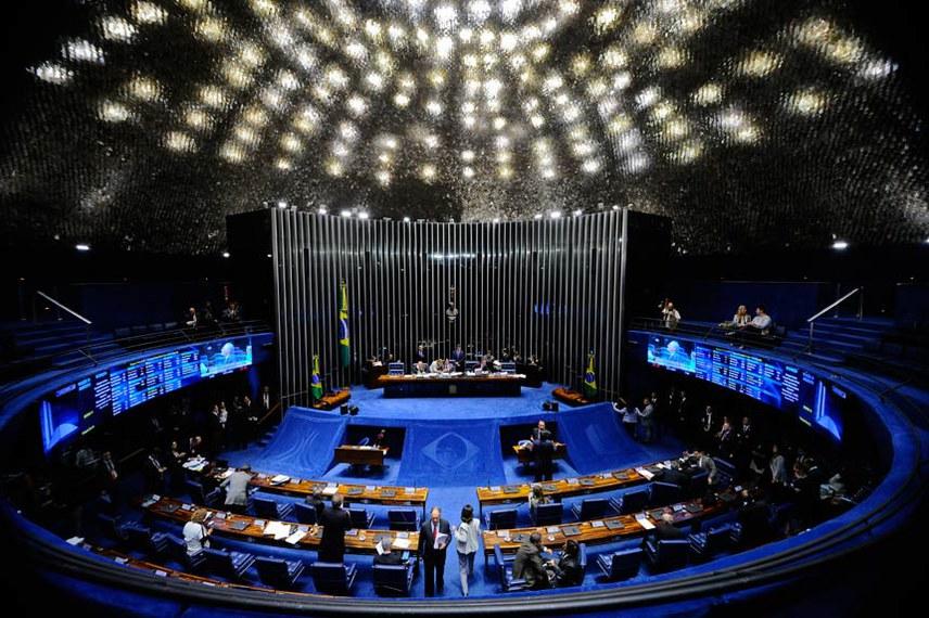 Plenário do Senado Federal durante sessão deliberativa ordinária.   À mesa, presidente do Senado Federal, senador Eunício Oliveira (PMDB-CE), conduz sessão.  Foto: Marcos Oliveira/Agência Senado