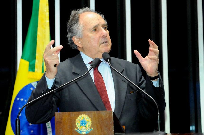 Plenário do Senado durante sessão não deliberativa.  Em discurso, à tribuna, senador Cristovam Buarque (PPS-DF).  Foto: Waldemir Barreto/Agência Senado