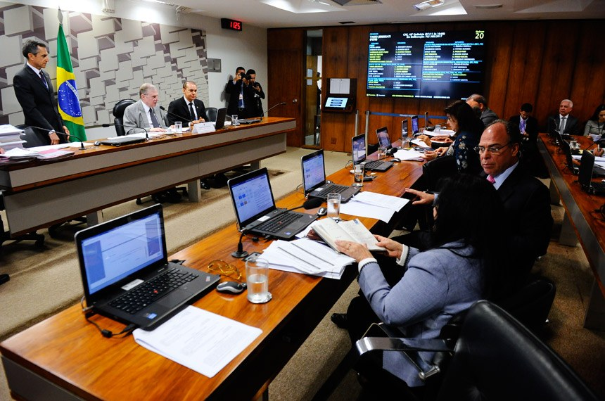 Comissão de Assuntos Econômicos (CAE) realiza reunião deliberativa com 19 itens. Entre eles, o PLS 505/2013, que cria a Tarifa Social de Água e Esgoto.   Mesa:  presidente da CAE, senador Tasso Jereissati (PSDB-CE);  senador Ataídes Oliveira (PSDB-TO).  Foto: Marcos Oliveira/Agência Senado
