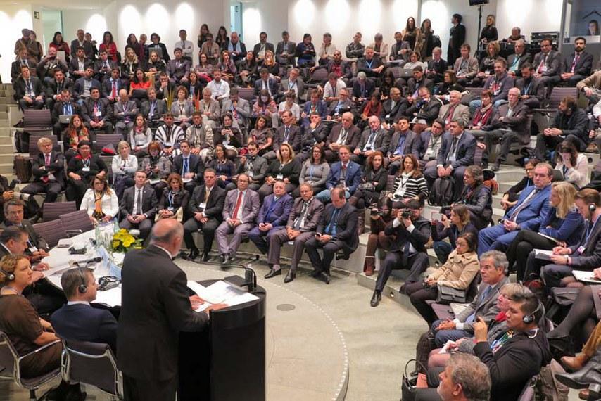Comitiva de senadores participa em Bonn, na Alemanha, da 23ª Conferência do Clima da ONU (COP 23). Integram a comitiva os senadores Jorge Viana (PT-AC), presidente da Comissão Mista Permanente de Mudanças Climáticas (CMMC), Vanessa Graziotin (PCdoB-AM), Lídice da Matta (PSB-BA) e Kátia Abreu (PMDB-TO).   Foto: Paula Groba/Rádio Senado