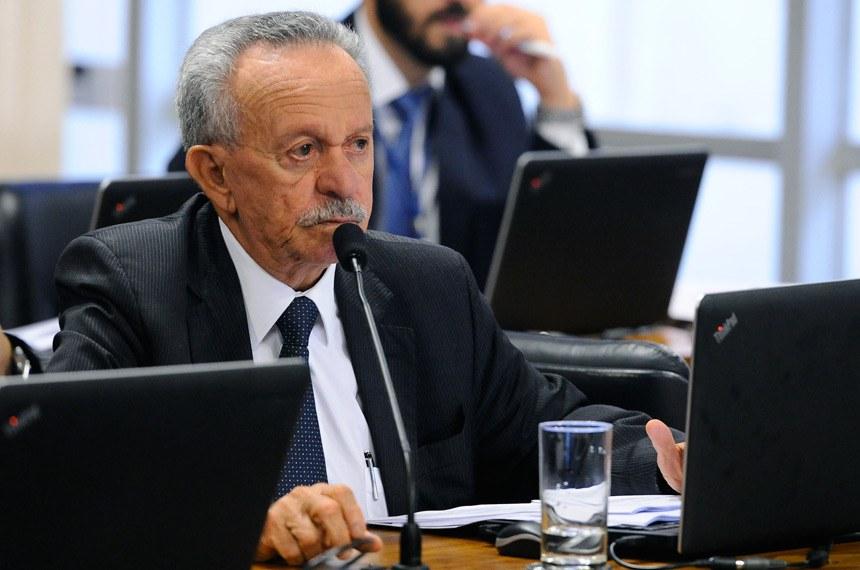 """O relator, senador Benedito de Lira, considerou a """"situação orçamentária gravíssima"""" enfrentada pelos entes da Federação para reforçar a defesa do PLS 186/2014"""