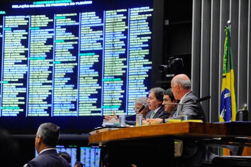 Presidente do Senado Federal senador Eunício Oliveira (PMDB-CE) preside sessão conjunta do Congresso Nacional para apreciação de vetos e projetos que abrem crédito extra a diversos órgãos.  Foto: Jonas Pereira/Agência Senado