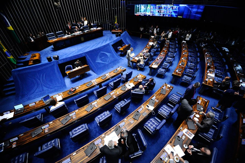 Plenário do Senado durante sessão deliberativa ordinária.  À mesa, senador João Alberto Souza (PMDB-MA).  Em discurso, senador Eduardo Braga (PMDB-AM).  Foto: Marcos Oliveira/Agência Senado