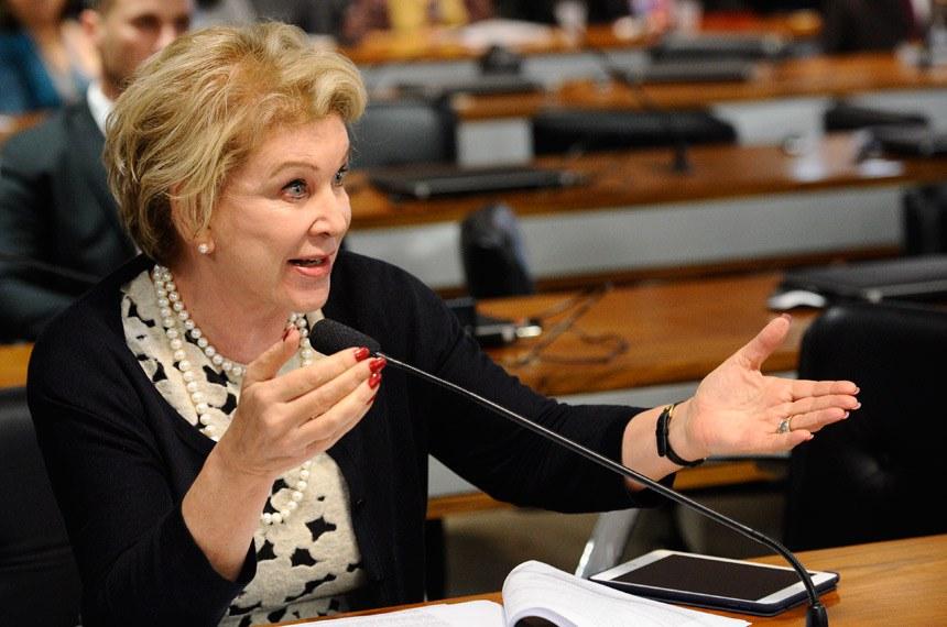 CPI dos Maus-tratos (CPIMT) realiza depoimentos.   À bancada, senadora Marta Suplicy (PMDB-SP).  Foto: Marcos Oliveira/Agência Senado