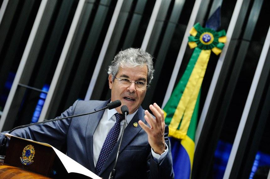 Plenário do Senado durante sessão deliberativa extraordinária.  Em discurso, à tribuna, senador Jorge Viana (PT-AC).  Foto: Marcos Oliveira/Agência Senado