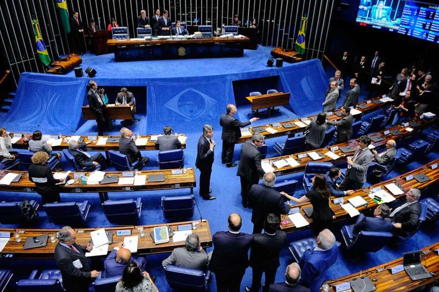 Plenário do Senado durante sessão deliberativa ordinária.  À mesa, presidente do Senado Federal senador Eunício Oliveira (PMDB-CE).  Foto: Marcos Oliveira/Agência Senado