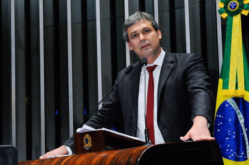 Plenário do Senado Federal durante sessão não deliberativa.   Em discurso, senador Lindbergh Farias (PT-RJ).  Foto: Waldemir Barreto/Agência Senado