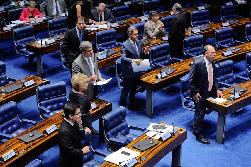 Plenário do Senado Federal durante sessão deliberativa ordinária.   Em pronunciamento, senador Fernando Bezerra Coelho (PMDB-PE).  Foto: Marcos Oliveira/Agência Senado