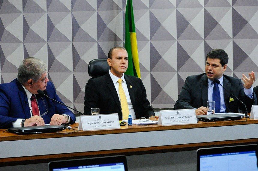 Comissão Parlamentar Mista de Inquérito da JBS (CPMI-JBS) realiza depoimento do ex-procurador Marcelo Miller. Em seguida, apreciação de requerimentos.  Participam:  relator da CPMI-JBS, deputado Carlos Marun (PMDB-MS);  presidente da CPMI-JBS, senador Ataídes Oliveira (PSDB-TO); ex-procurador, Marcelo Miller.  Foto: Geraldo Magela/Agência Senado