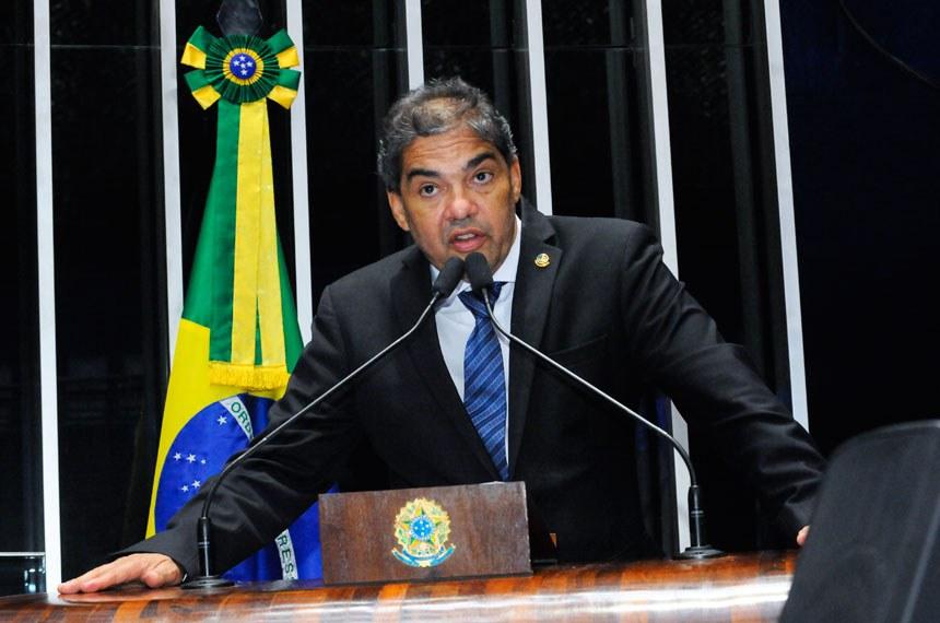 Plenário do Senado durante sessão deliberativa ordinária.  Em discurso, à tribuna, senador Hélio José (Pros-DF).  Foto: Waldemir Barreto/Agência Senado