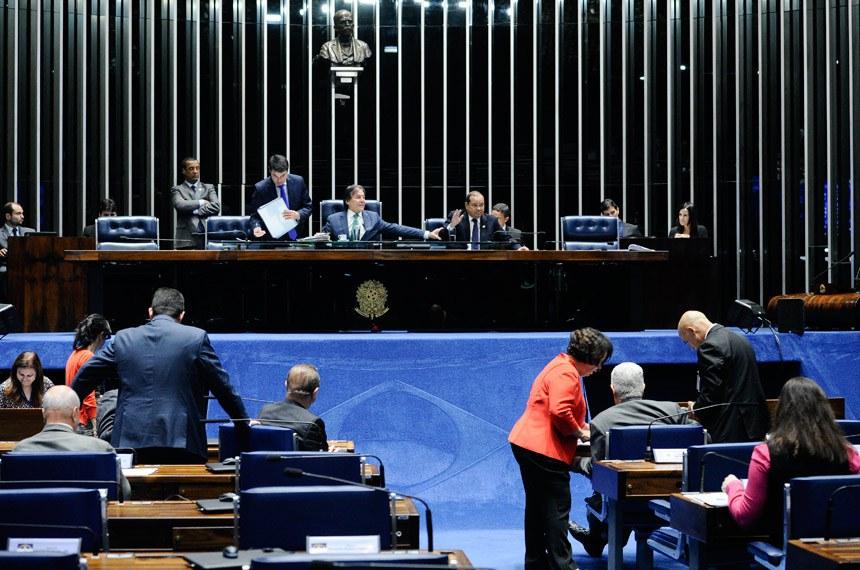 Plenário do Senado durante sessão deliberativa extraordinária.  À mesa: presidente do Senado, senador Eunício Oliveira (PMDB-CE).  Foto: Marcos Oliveira/Agência Senado