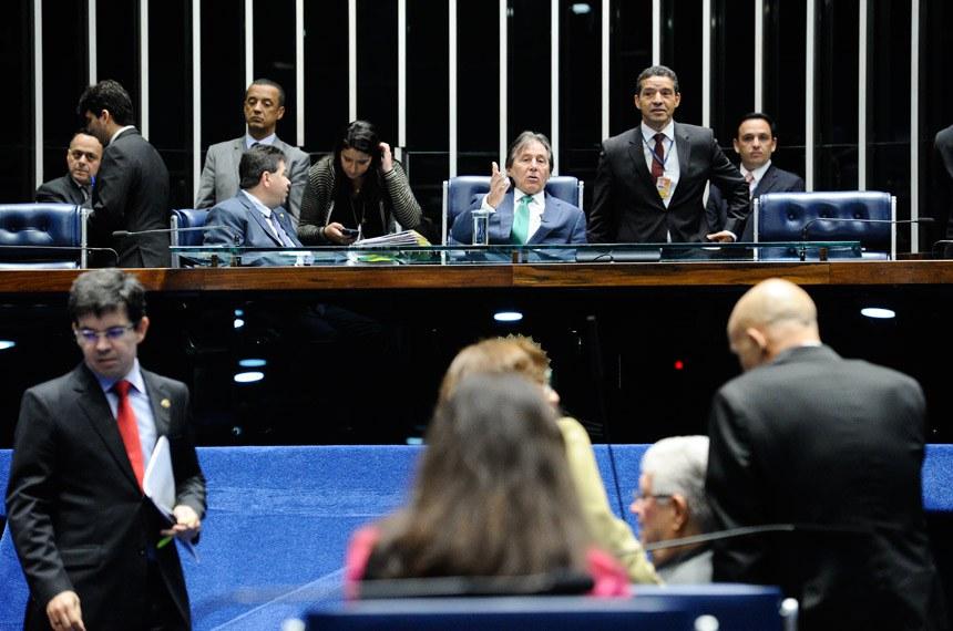 Plenário do Senado durante sessão deliberativa extraordinária.  À mesa: senador Cidinho Santos (PR-MT); presidente do Senado, senador Eunício Oliveira (PMDB-CE).  Foto: Marcos Oliveira/Agência Senado