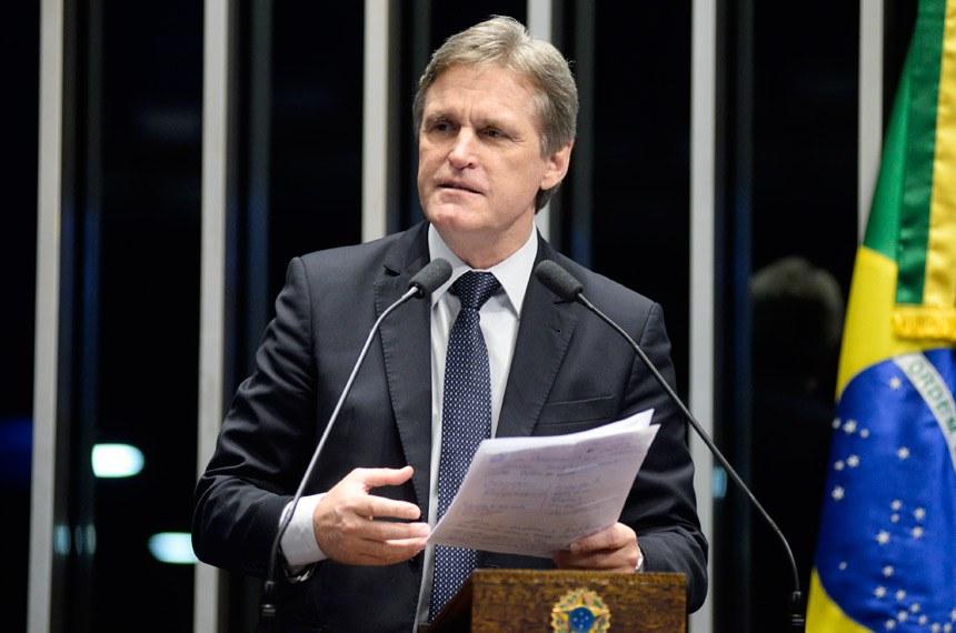 Plenário do Senado Federal durante sessão deliberativa extraordinária.  Em discurso, senador Dário Berger (PMDB-SC).  Foto:  Jefferson Rudy/Agência Senado