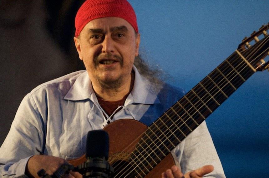 Egberto Gismonti - VI Festival de Violão da UFRGS  Egberto Gismonti Amin (Carmo, 5 de dezembro de 1947) é um compositor, multi-instrumentista,[1] cantor e arranjador brasileiro de música instrumental.