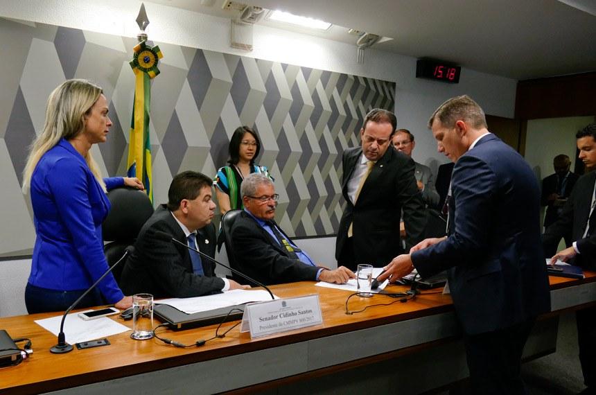 Comissão Mista da Medida Provisória (CMMPV) nº 800, de 2017 realiza reunião para apreciação de relatório.  À mesa: presidente da CMMPV 800/2017, senador Cidinho Santos (PR-MT); relator da CMMPV 800/2017, deputado José Rocha (PR-BA).  Foto: Roque de Sá/Agência Senado