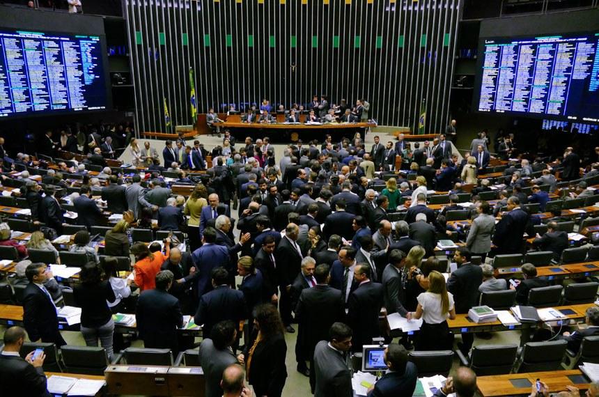 Presidente do Senado Federal senador Eunício Oliveira (PMDB-CE) preside sessão conjunta do Congresso Nacional para apreciação de vetos e projetos que abrem crédito extra a diversos órgãos.  Foto: Roque de Sá /Agência Senado