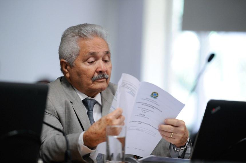 Comissão de Desenvolvimento Regional e Turismo (CDR) realiza reunião com 6 itens. Na pauta, o PLC 147/2015, que estabelece condições e requisitos para a classificação de estâncias.  Em pronunciamento, senador Elmano Férrer (PMDB-PI).  Foto: Edilson Rodrigues/Agência Senado