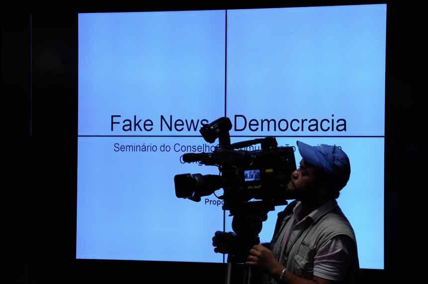 Conselho de Comunicação Social (CCS) realiza reunião para apreciação de 4 itens, entre eles, apresentação do seminário sobre Fake News.  Cinegrafista.  Foto: Edilson Rodrigues/Agência Senado