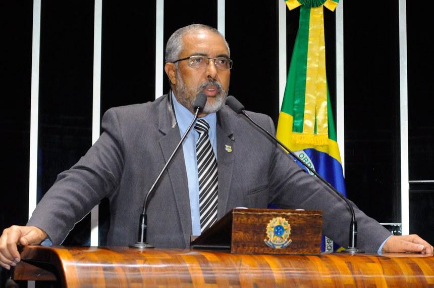 Plenário do Senado durante sessão deliberativa ordinária.  Em discurso, à tribuna, senador Paulo Paim (PT-RS).  Foto: Waldemir Barreto/Agência Senado