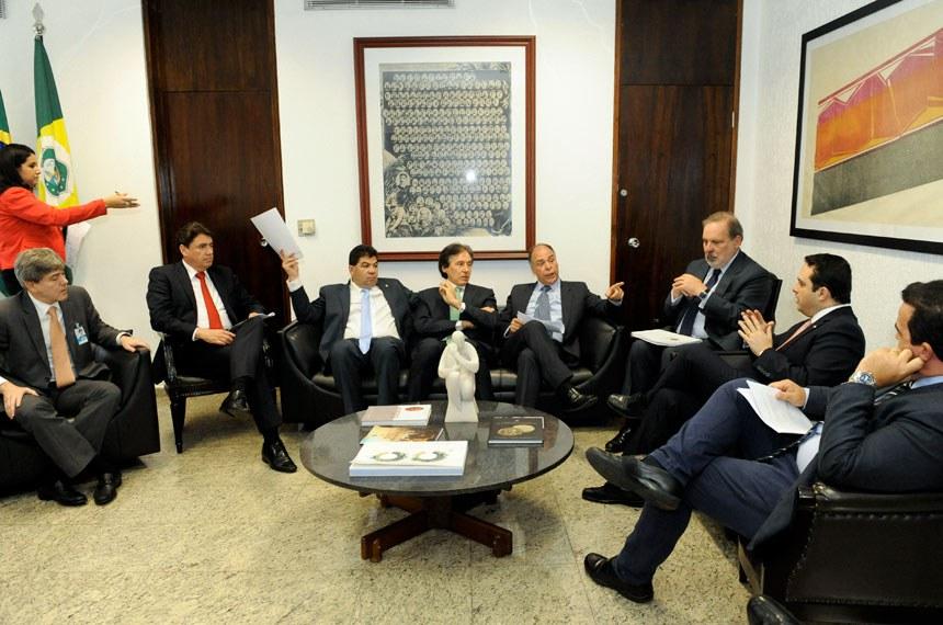 Presidente do Senado Federal, senador Eunício Oliveira (PMDB-CE), recebe senador Cidinho Santos (PR-MT) e representantes da União da Indústria de Cana-de-Açúcar (Unica); Associação Brasileira das Indústrias de Óleos Vegetais (Abiove); União Brasileira do Biodiesel e Bioquerosene (Ubrabio); Associação dos Produtores de Biodiesel do Brasil (Aprobio); e do Fórum Nacional Sucroalcooleiro.   Foto: Jane de Araújo/Agência Senado