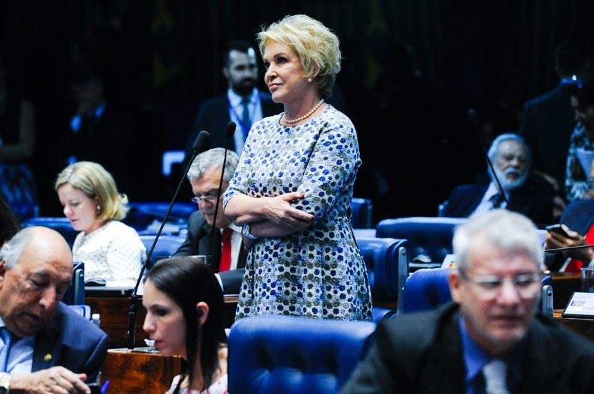 Plenário do Senado durante sessão deliberativa ordinária. Ordem do dia.  À bancada, senadora Marta Suplicy (PMDB-SP).  Foto: Moreira Mariz/Agência Senado