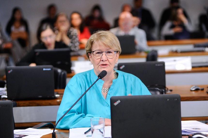 """Comissão de Assuntos Sociais (CAS) realiza audiência pública para tratar sobre """"Bullying"""".   Em pronunciamento, senadora Ana Amélia (PP-RS).  Foto: Pedro França/Agência Senado"""