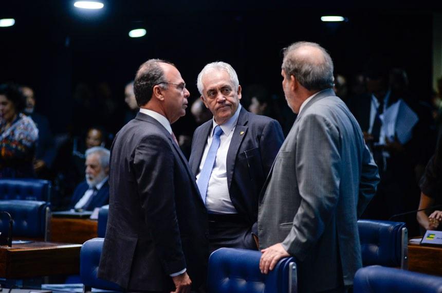 Plenário do Senado durante sessão deliberativa ordinária.  Participam: senador Armando Monteiro (PTB-PE);  senador Fernando Bezerra Coelho (PMDB-PE);  senador Otto Alencar (PSD-BA).  Foto: Jefferson Rudy/Agência Senado