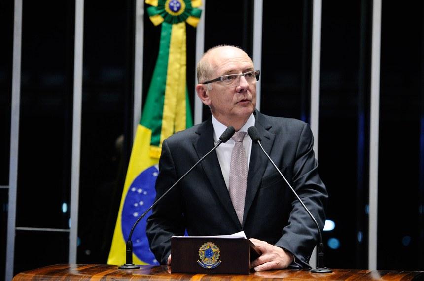 Plenário do Senado Federal durante sessão deliberativa extraordinária.   Em discurso, senador Paulo Bauer (PSDB-SC).  Foto: Marcos Oliveira/Agência Senado