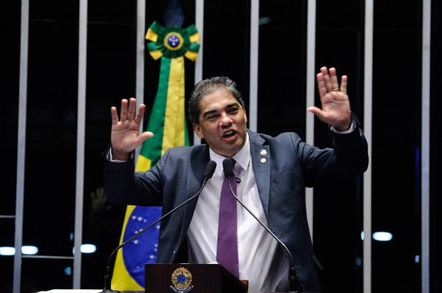 Plenário do Senado durante sessão deliberativa extraordinária.   Em discurso, à tribuna, senador Hélio José (Pros-DF).  Foto: Marcos Oliveira/Agência Senado