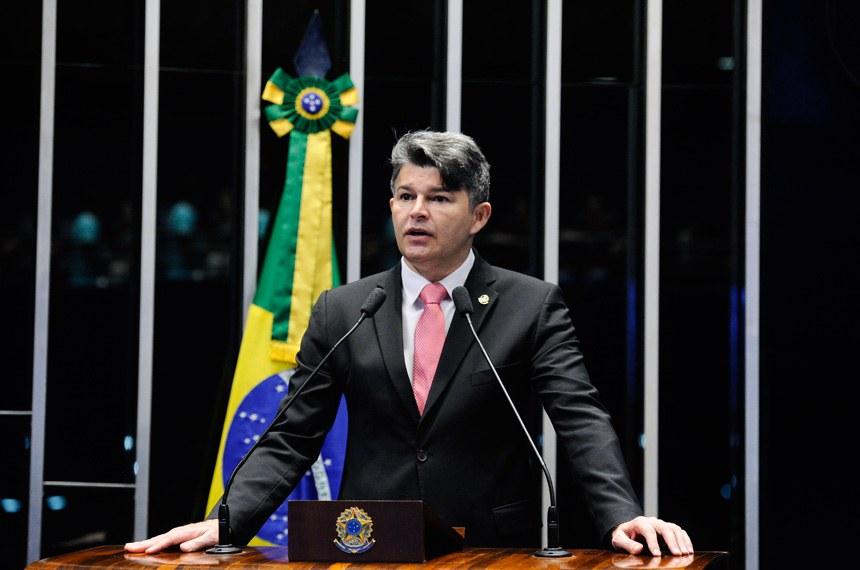 Plenário do Senado durante sessão deliberativa extraordinária.  Em discurso, à tribuna, senador José Medeiros (Pode-MT).  Foto: Marcos Oliveira/Agência Senado