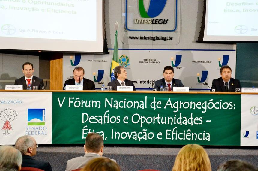 """""""5º Fórum Nacional de Agronegócios: Desafios e Oportunidades"""", organizado pelo Instituto Brasileiro de Ação Responsável.Participam os senadores Wellington Fagundes (PR-MT), Cidinho Santos (PR-MT) e Waldemir Moka (PMDB-MS)."""