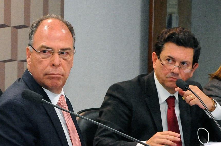 Comissão Mista da Medida Provisoria - MP 802/2017 (microcrédito): promove audiência interativa com a participação de representantes do Ministério do Trabalho, do Banco Central, do  Banco Nacional de Desenvolvimento Econômico e Social (BNDES) do Banco do Brasil (BB), do Banco do Nordeste (BNB) e da Caixa.  Mesa: representante de Ministério do Trabalho e Emprego, Manoel Eugênio Guimarães de Oliveira; representante de Banco Central do Brasil, Cleofas Salviano Junior; presidente da MP 802/2017, senador Fernando Bezerra Coelho (PMDB-PE); relator da MP 802/2017, deputado Otavio Leite (PSDB-RJ); representante de Banco do Brasil, Marcia Aparecida de Lima Fernandes.  Foto: Waldemir Barreto/Agência Senado
