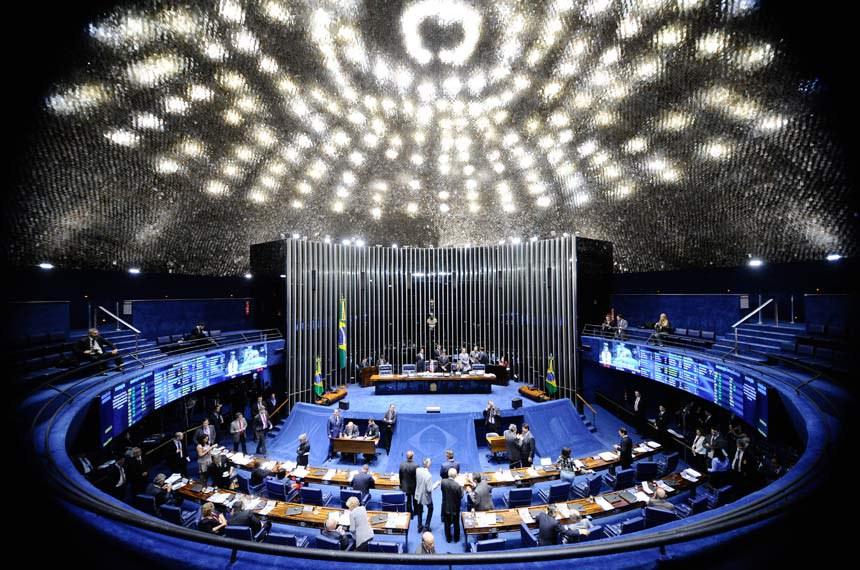 Plenário do Senado Federal durante sessão deliberativa extraordinária.   À mesa: presidente do Senado Federal, senador Eunício Oliveira (PMDB-CE); senador Jorge Viana (PT-AC).  Foto: Marcos Oliveira/Agência Senado