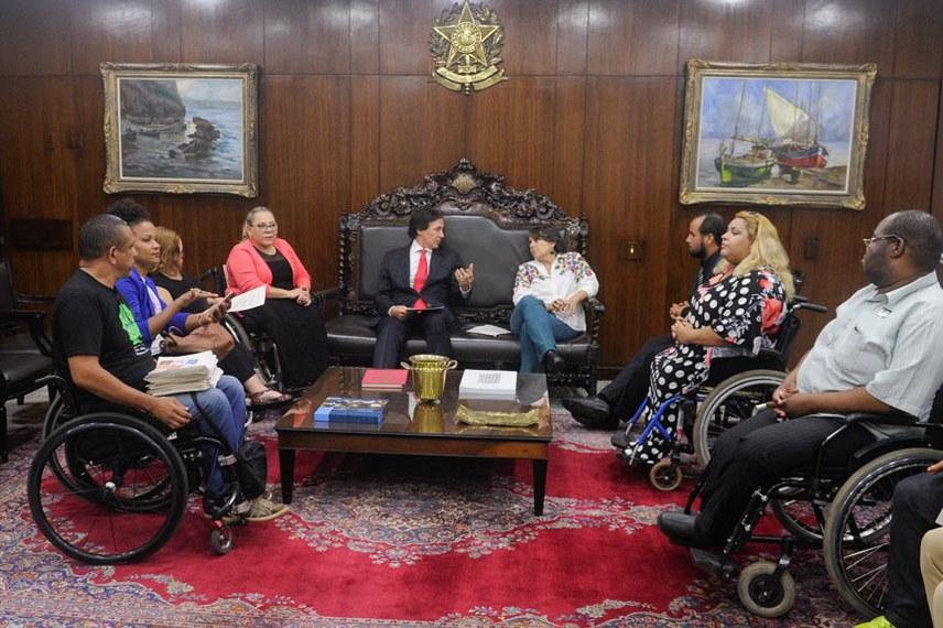 Presidente do Senado Federal senador Eunício Oliveira (PMDB-CE) recebe visita da deputada Erika Kokay (PT-DF) no gabinete da presidência do Senado Federal.  Foto: Jonas Pereira/Agência Senado