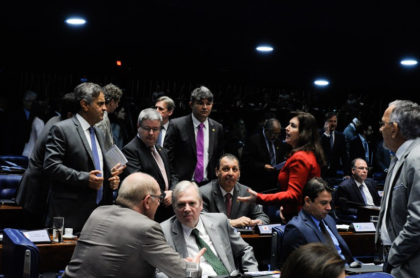 Plenário do Senado Federal durante sessão deliberativa extraordinária.   Participam: senador Antonio Anastasia (PSDB-MG);  senador Aécio Neves (PSDB-MG);  senador Fernando Bezerra Coelho (PMDB-PE);  senador José Medeiros (Pode-MT);  senador João Capiberibe (PSB-AP); senador Paulo Bauer (PSDB- SC);  senador Reguffe (Sem partido-DF);  senador Tasso Jereissati (PSDB-CE);  senadora Simone Tebet (PMDB-MS);   Foto: Edilson Rodrigues/Agência Senado